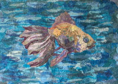 GOLDEN VIOLACEOUS BEAUTY – FISH – 20″ X 30″